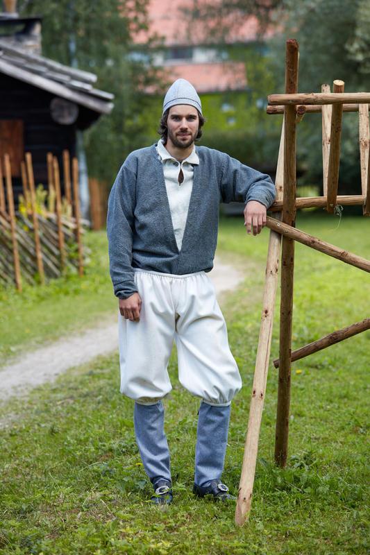 ekonstruert 1700-talls mannsdrakt fra Setesdal (Foto/Photo)