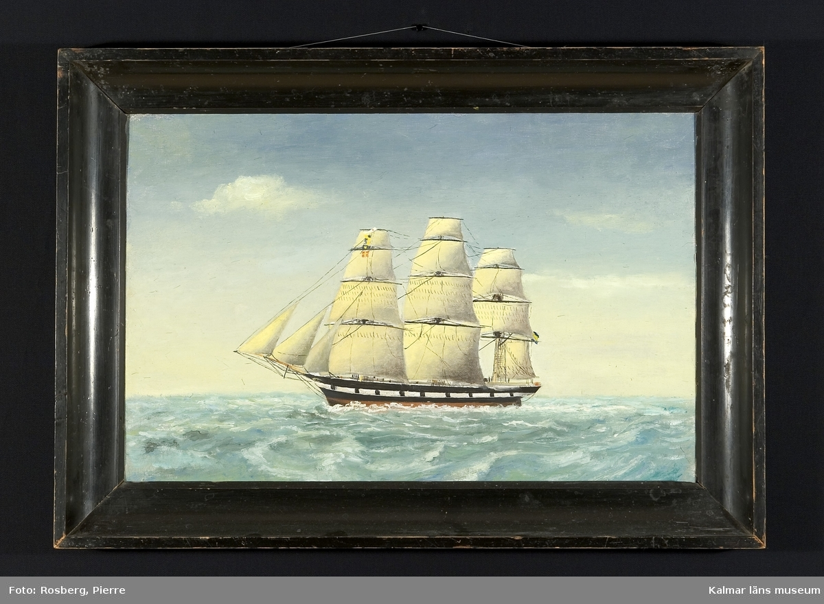 Fregatten och fullriggaren Octavia för fulla segel, sedd på öppet hav.