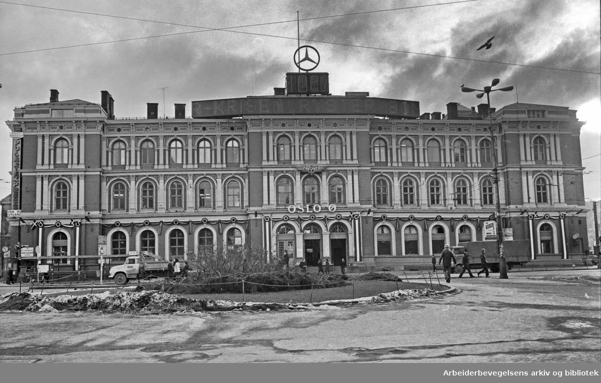 Østbanestasjonen. Jernbanetorget..Februar 1973.