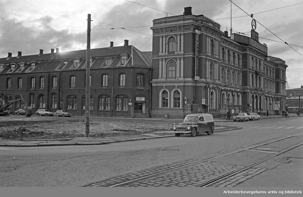 Jernbanetorget. Jernbanegata..Februar 1973.
