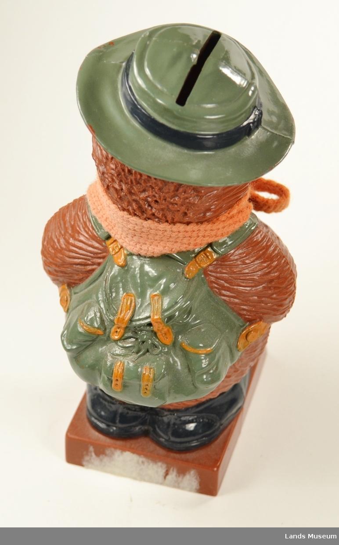 Bøssa er forma som Ludvig frå Flåklypa. Har strikkasjerf rundt halsen.