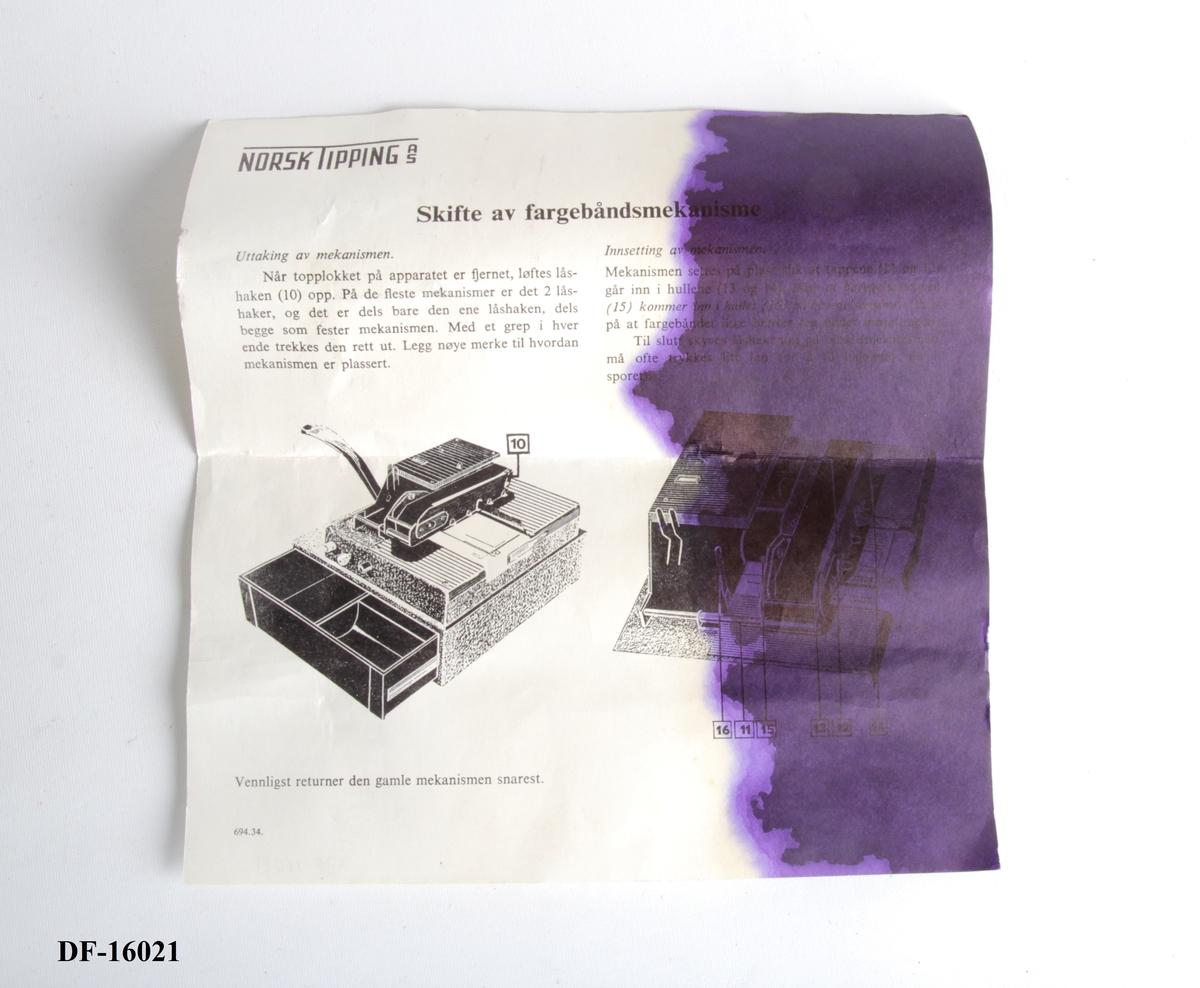 Manual for hvordan man skifter fargebånd på kasseapparat.