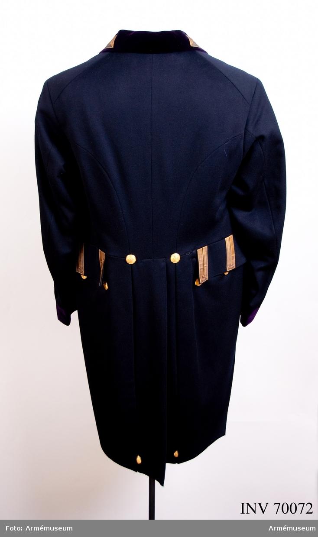 Grupp C I. Uniformen består av: frack, väst. Mindre hovuniform.