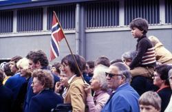 Mennesker samlet ved Akershus festning for å velkomme S/S 'N