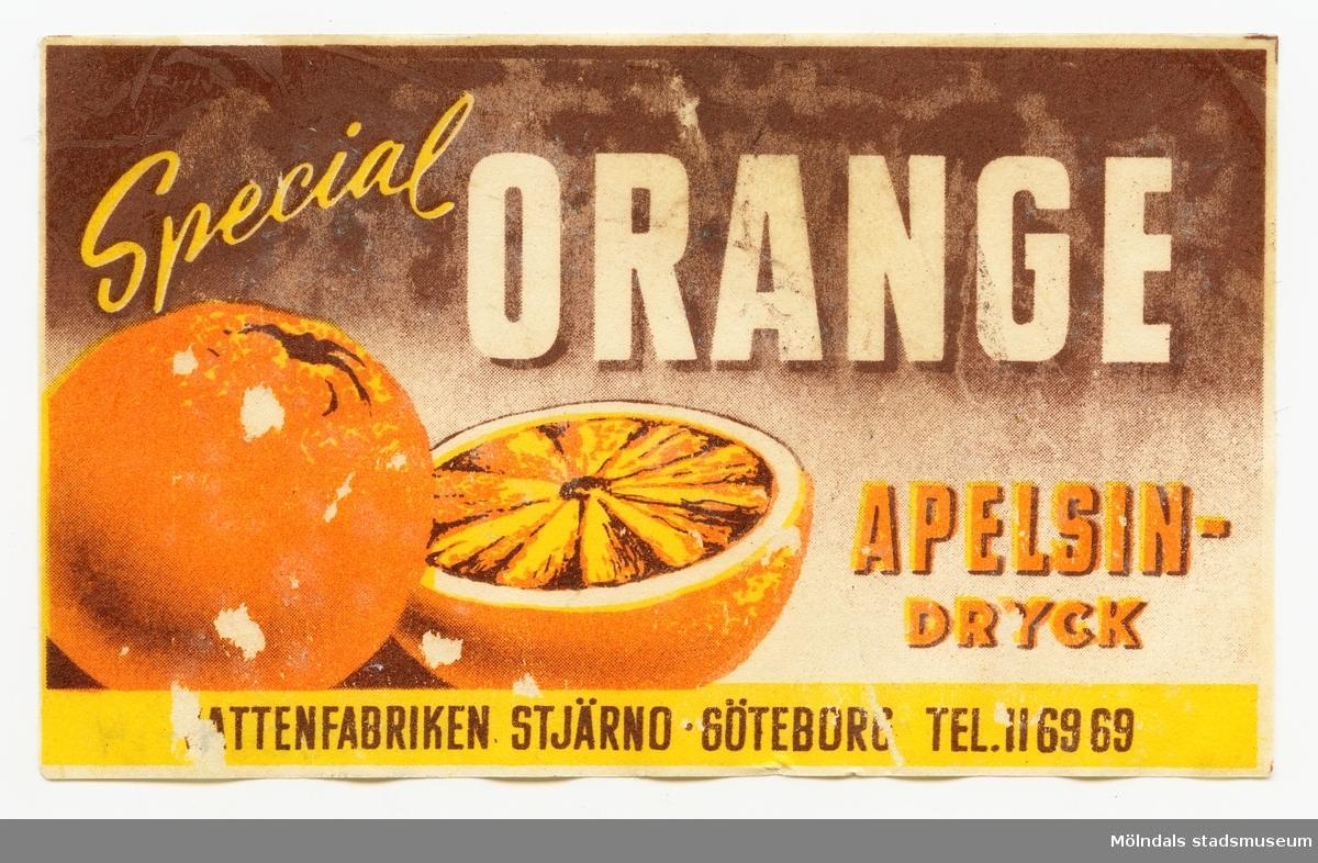 Etikett med texten Special Orange apelsin-dryck  Vattenfabriken Stjärno  Göteborg.   Tel. 116969  Ingår i samling av 14 etiketter från Vattenfabriken Stjärno.