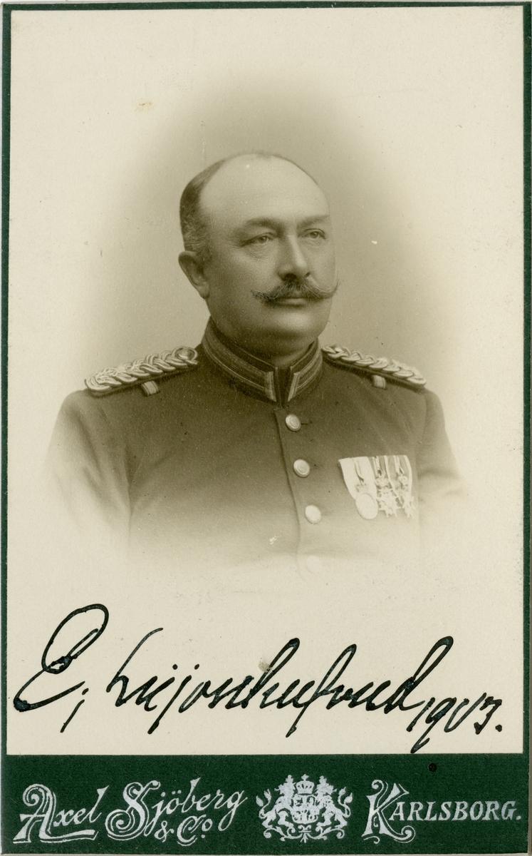 Porträtt av Carl Erik Axelsson Leijonhufvud, officer vid Södermanlands regemente I 10.  Se även bild AMA.0002103, AMA.0006726 och AMA.0008024.