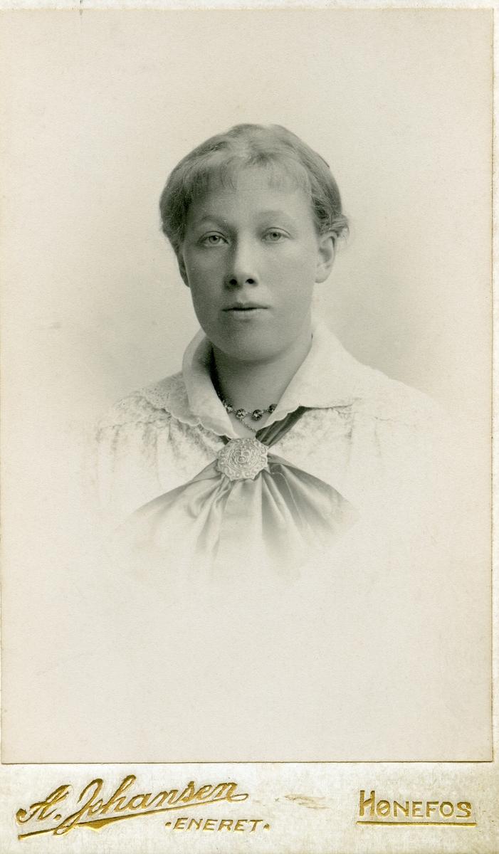 Portrett av Karoline Hagen.