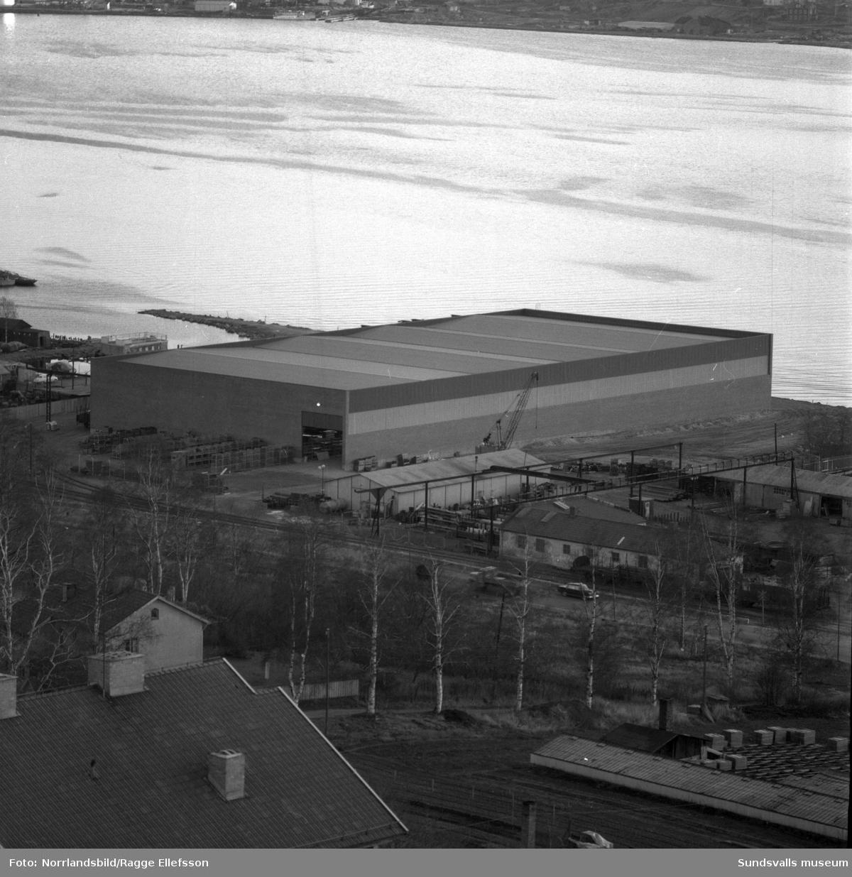 Odelberg & Olsson. Översiktsbilder över det nybyggda järnvarulagret på Norra kajen, intill före detta Lindgrens järn.