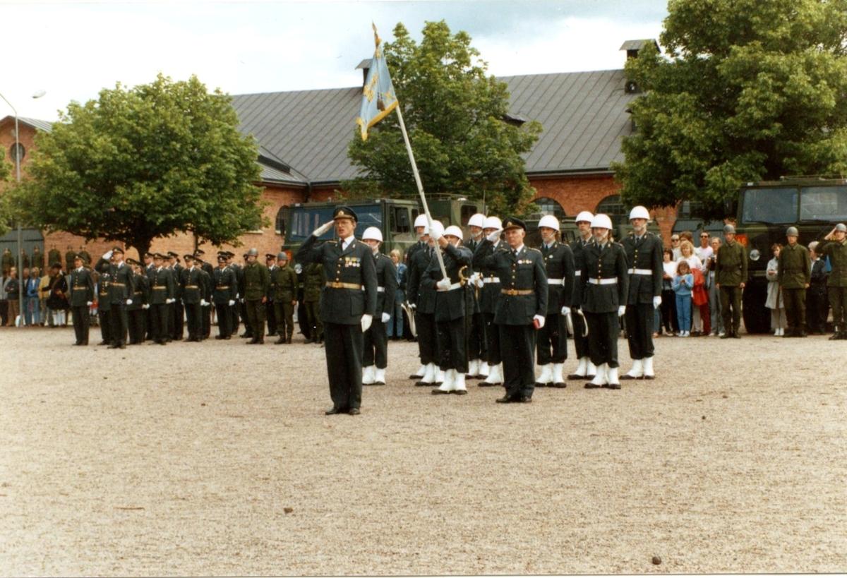 Carlson, Lars. Överste, A 6. Stabschef, standarvakt.