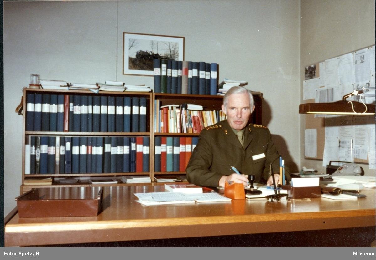 Lilliecreutz, Christoffer. Överstelöjtnant och Chef, utbildningssektionen. A 6.