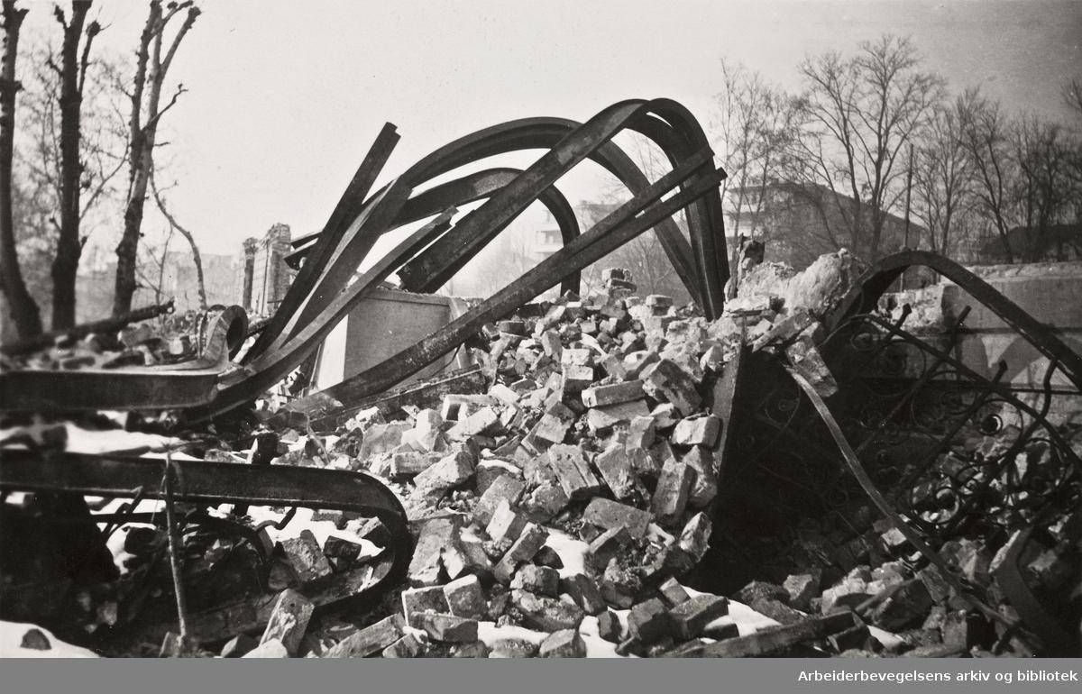 Ole M. Engelsens fotografier fra okkupasjonsårene i Oslo..Filipstad-ulykken 19. desember 1943. Eksplosjon og etterfølgende brann i et kullopplag på havneområdet Filipstad og nærliggende boligområder på Skillebekk i Oslo.