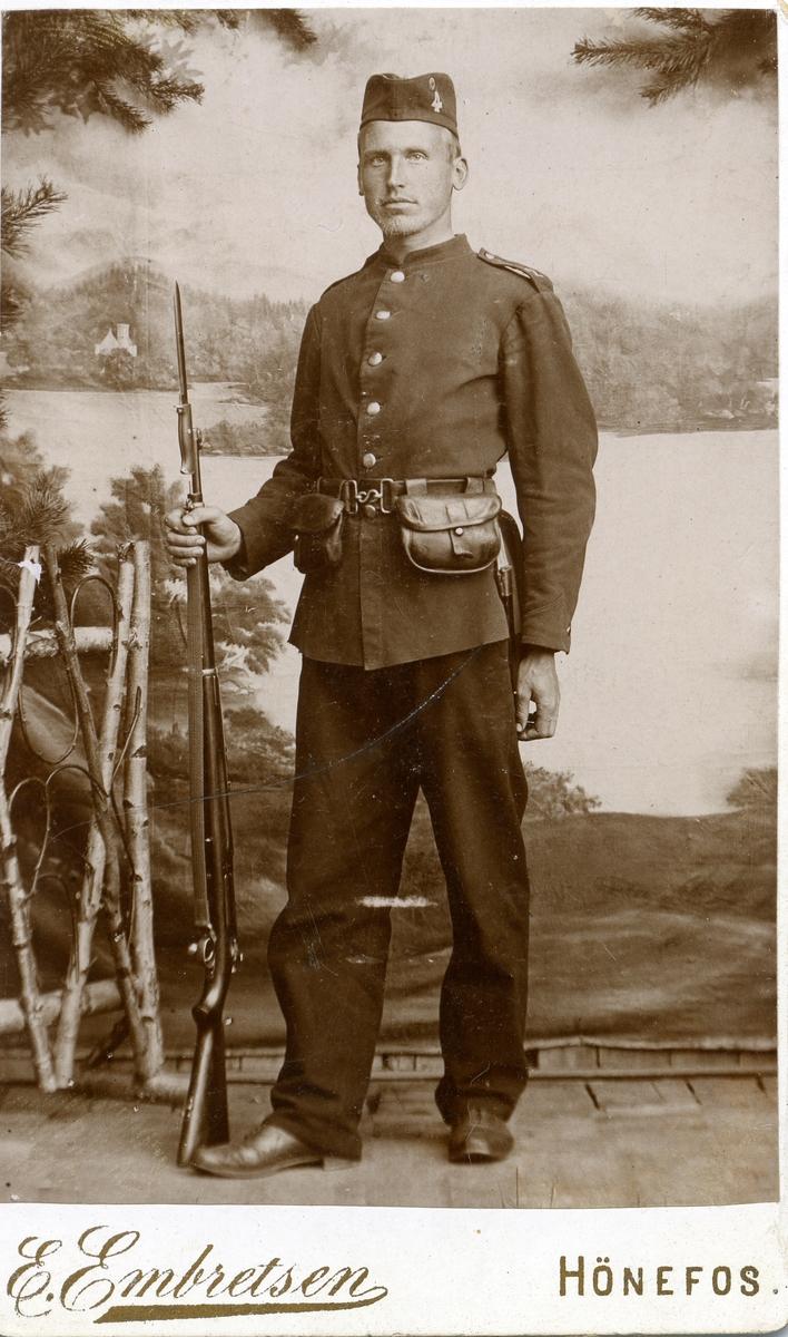 Portrett av Olaus Islandsmoen som rekrutt på Helgelandsmoen. Tatt 1897.