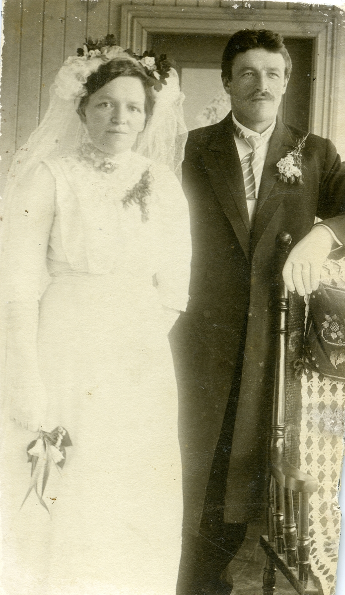 Brudefoto av Peder og Emma Jordet.