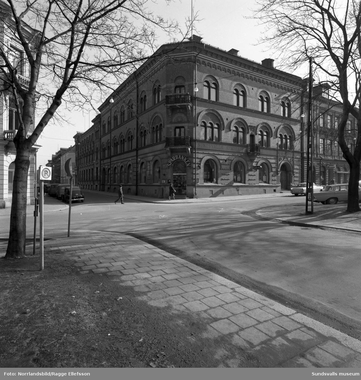 Interiör- och exteriörbilder från Sundsvalls Sparbank.
