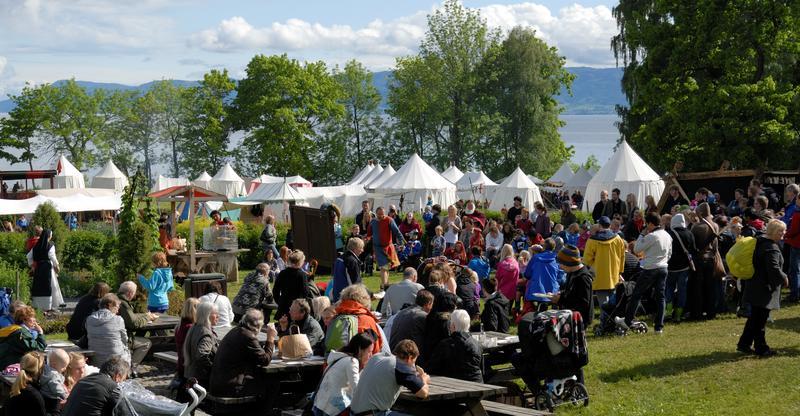 REKORD: Publikumsrekord på Hamar Middelalderfestival, bidro til økt besøk på Anno museum Domkirkeodden i 2016. (Foto: Anno museum)