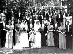 Dubbelbröllop i Misterhults kyrka den 23 juni 1948. Brudarn