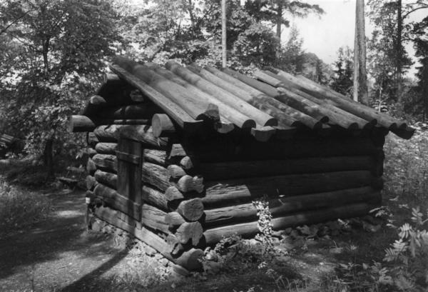 Tømmerkoie fra Fønhus. NF.04898-002. Foto/Photo