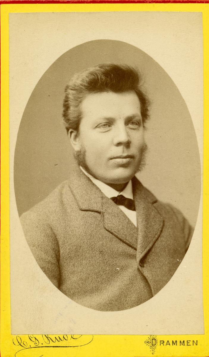 Portrett av Knut Knutsen.
