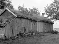 """""""Hola-Knutstua"""", gårdshus på Silset - med låve, fjøs og uthu"""