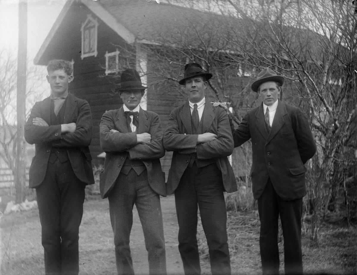 """""""Ernst Rollin, Herman Nilson, Johan i Enby och Alex Södergren"""", Uppland 1920"""