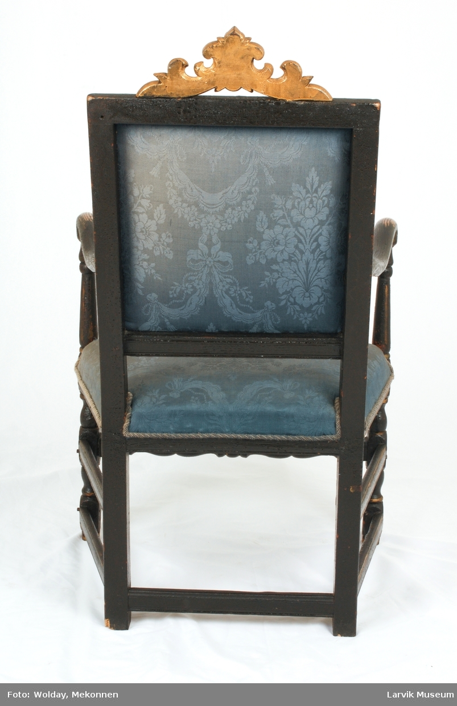 blomstermønster på rygg og sete,kantet med snor