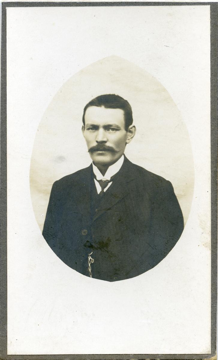 Portrett av Anton Langedrag.