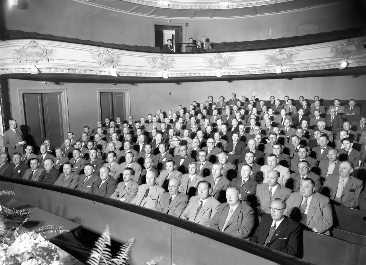 Sveriges charkuterihandlare kongressar på Karlstads teater 1954.