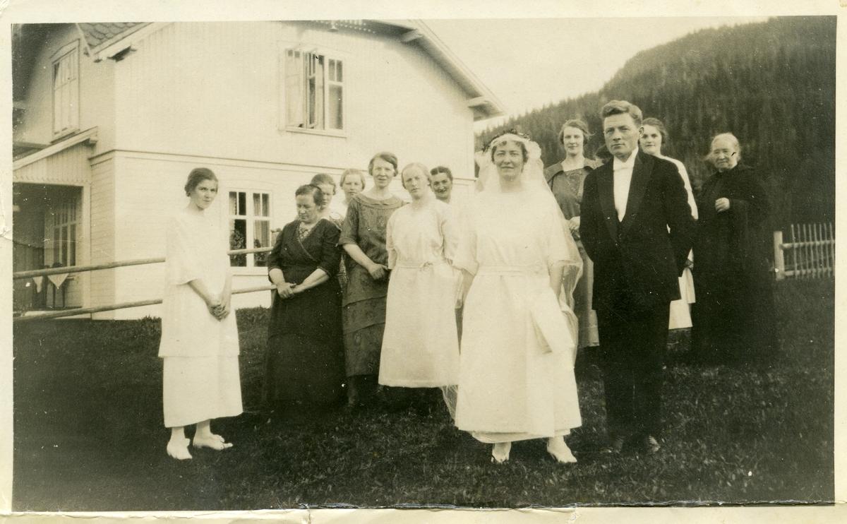 Bryllupsfoto av Olav og Anne Lundene.