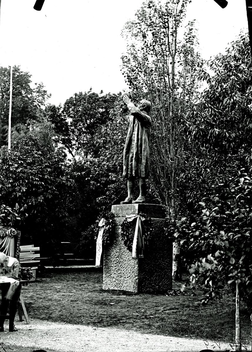 Scheelestatyn, 1912.