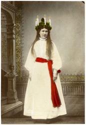 Ateljéporträtt, kolorerat, föreställande Kröök Karin Olsdott