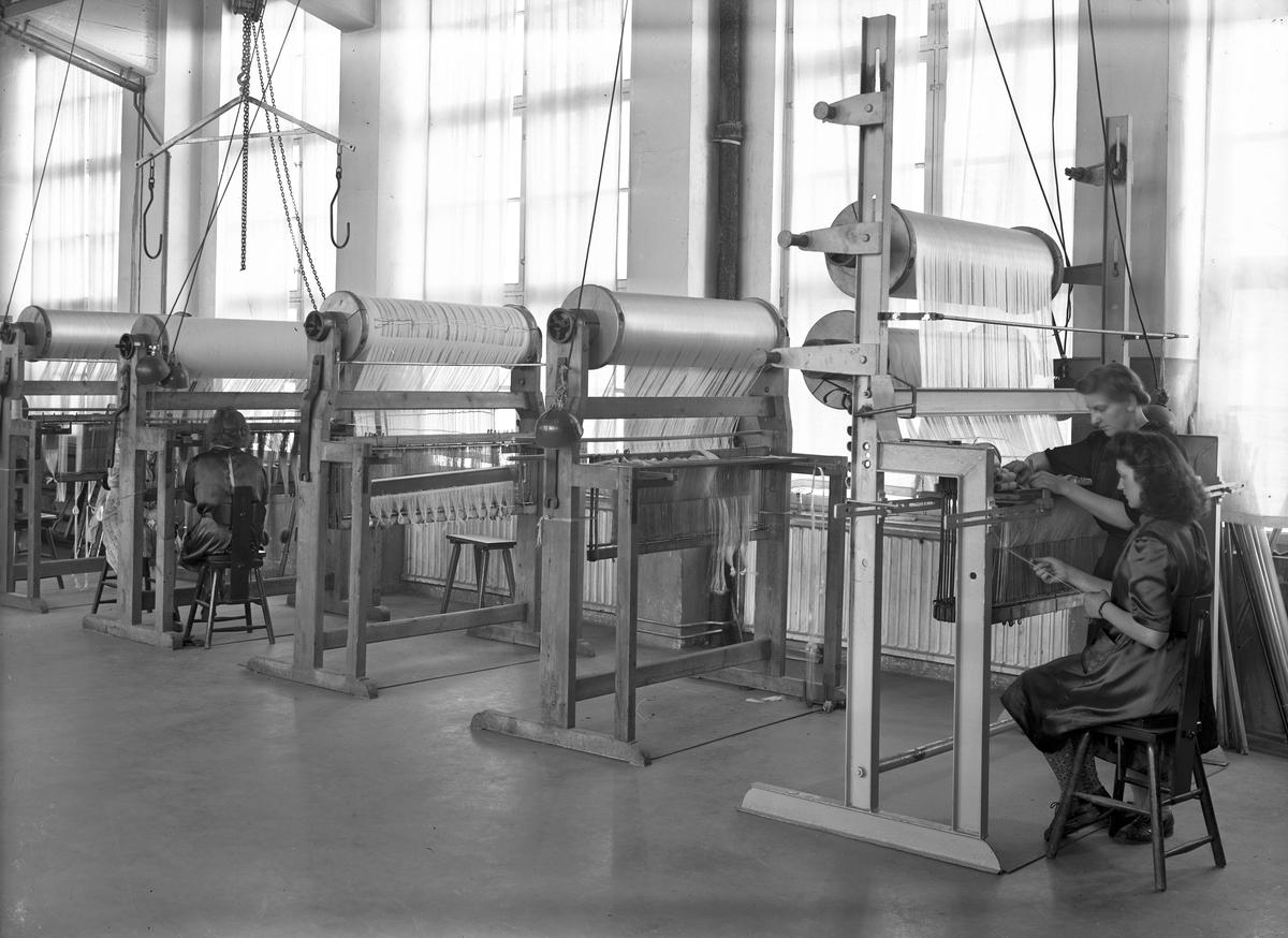 Interiör från Gävle Ångväveri AB. 7 juni 1946.
