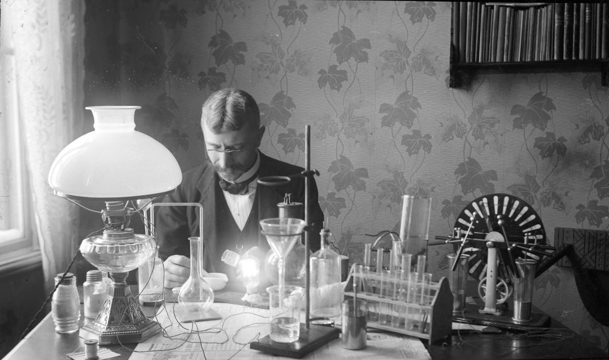 """""""Laboratorium"""". Tidsomfånget är 1900 - 1940"""