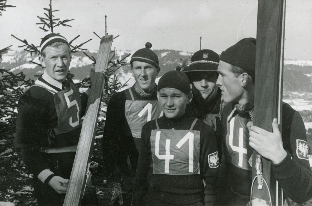 Birger Ruud with skking athletes