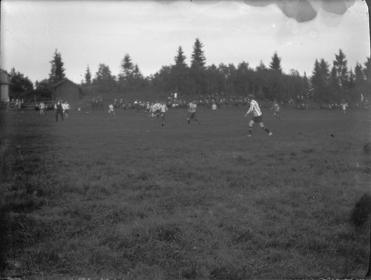 Fotbollsmatch på Särstabacke, Torsåker.