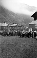 Oppstilling av tog på sportsplassen, feiring 17. mai 1945 et