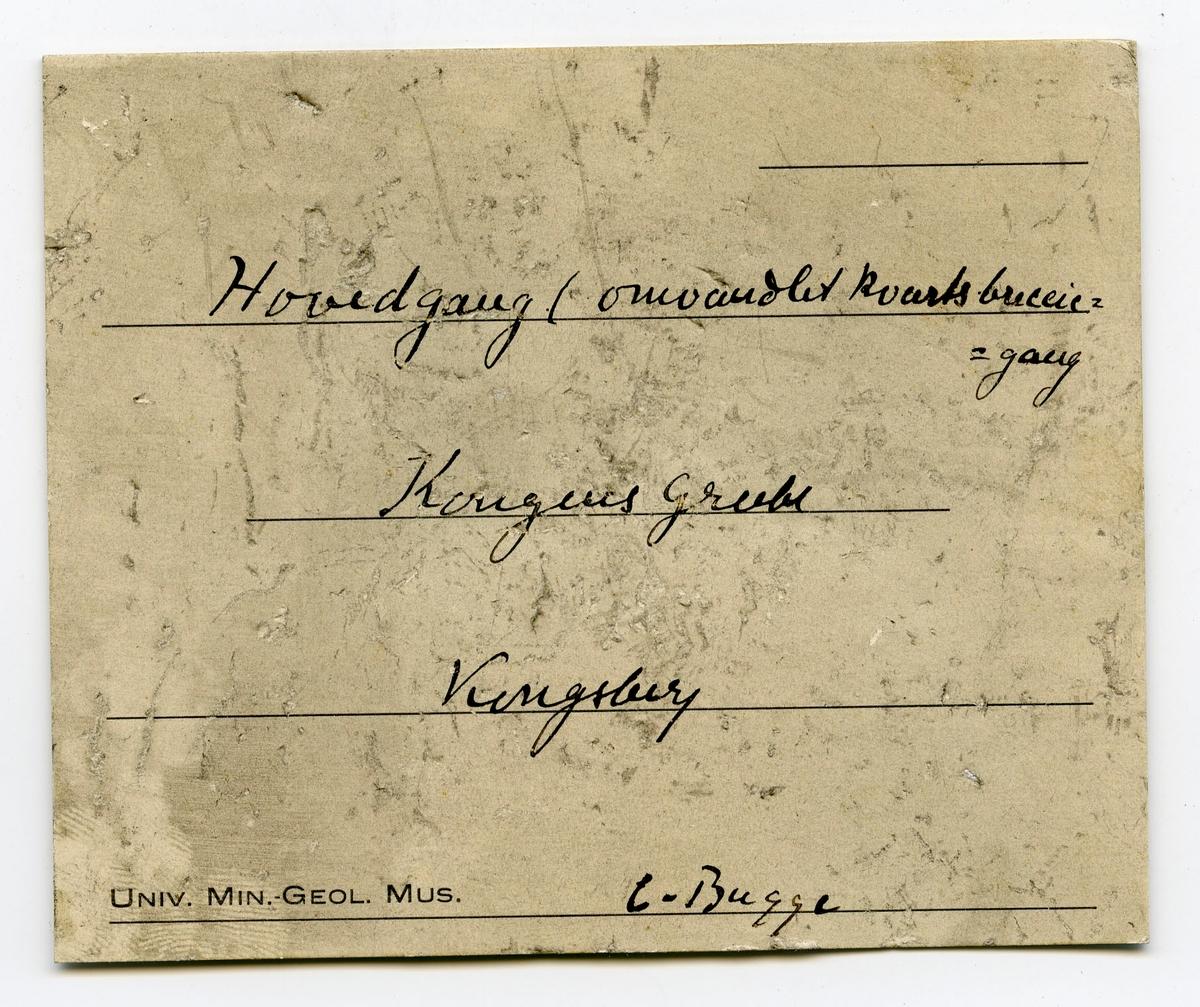 To prøver, etikett på en: Møller Nebendrum og Hovedgang  Etikett i eske: Hovedgang (omvandlet kvartsbreccie-gang Kongens grube Kongsberg C. Bugge