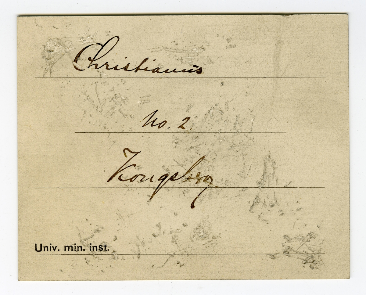 Utvisket etikett på prøve  To etiketter i eske  Etikett 1: Christianus  6tus No. 2 Kongsberg   Etikett 2: Christianus No. 2. Kongsberg.