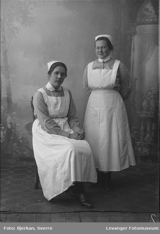 To sykepleiere en av dem heter Gudrun Småeng