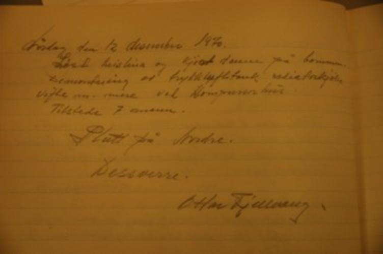 Siste innførselen i skiftprotokollen for Nordre gruve den 12. desember 1970. Ottar Fjellvang var tilsynsmann og leder for oppryddinga og det avsluttende arbeidet der, og han syntes nok det var vemodig at det var slutt på Nordre. Skiftprotokollen er ett av ei enorm mengde protokoller og dokumenter etter Folldal Verk, et arkiv som nå er under ordning i regi av Nordøsterdalsmuseet.