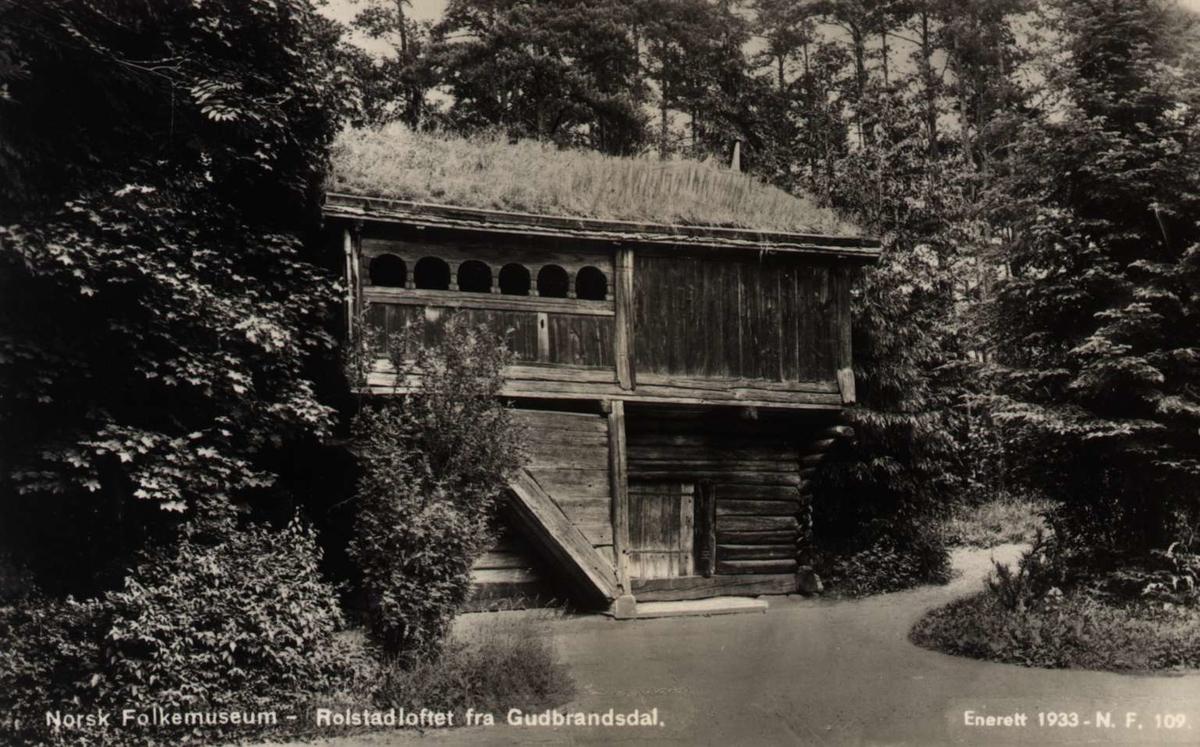 Postkort. Norsk Folkemuseum. Rolstadloftet i Gudbrandsdalen