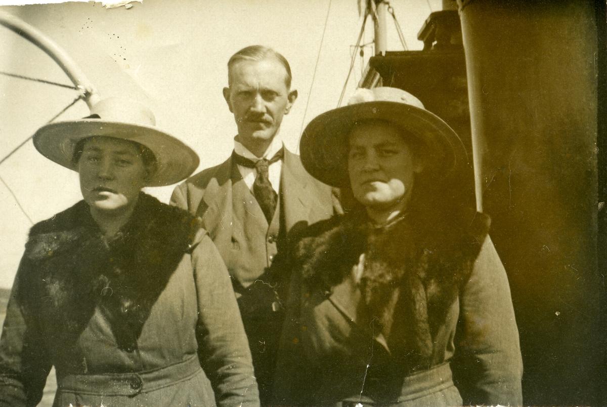 Ragnhild Sørflaten og Ingrid Langødegård.