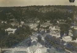 Flygfoto över Gamleby samhälle. Längst till vänster syns Åby