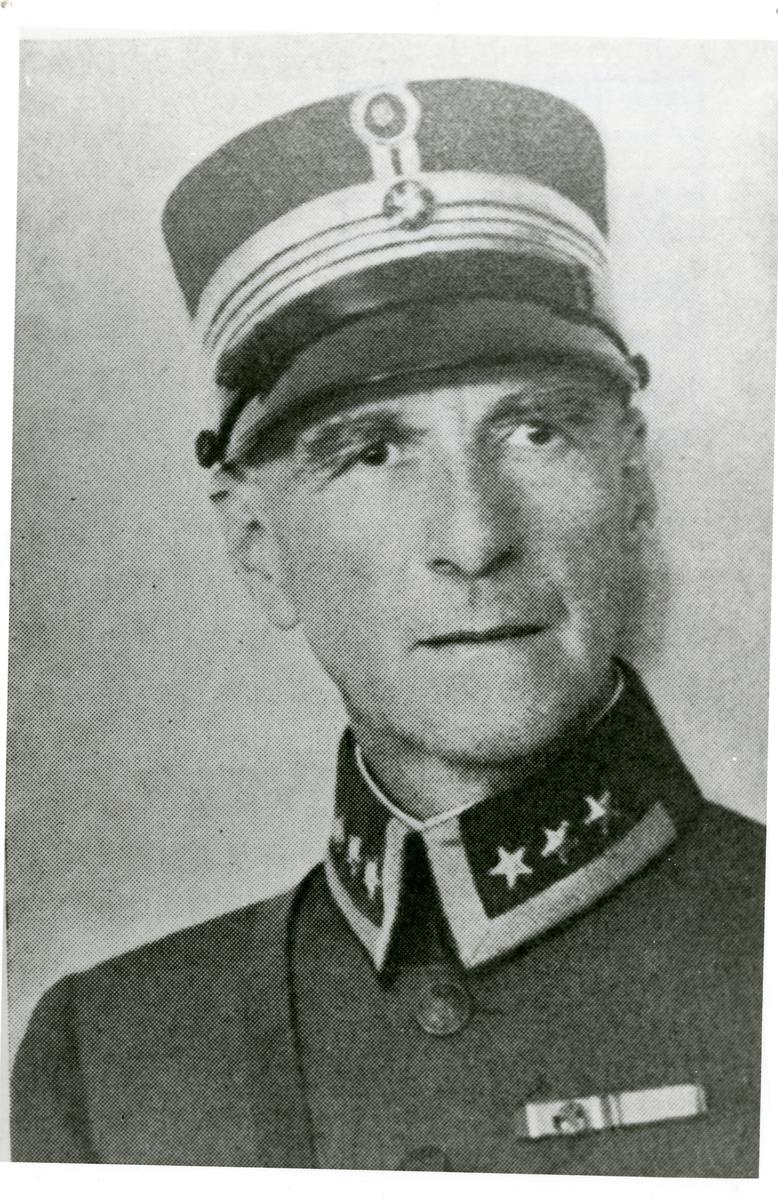 Øverstkommanderende Gudbrand Østbye.