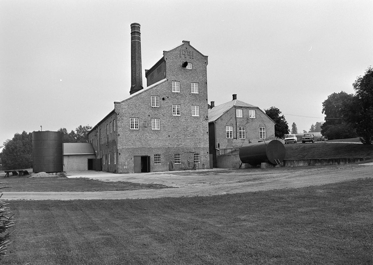 Atlungstad Brenneri, Stange. Eksteriør.