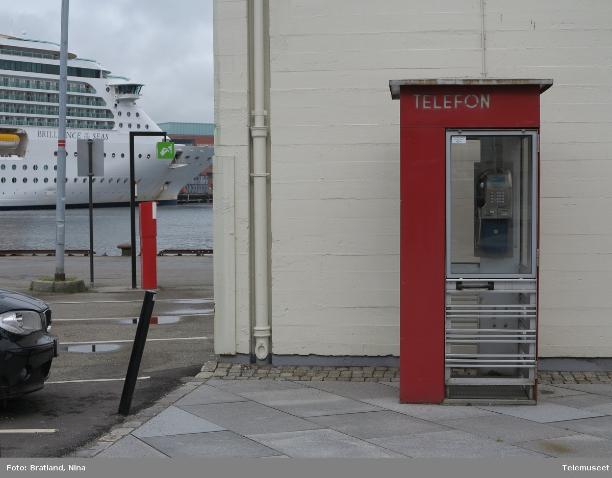 Telefonkiosk og cruiseskip i Stavanger