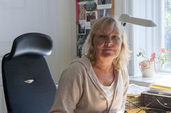 Porträtt Marianne Larsson på sitt tjänsterum, forskare och i