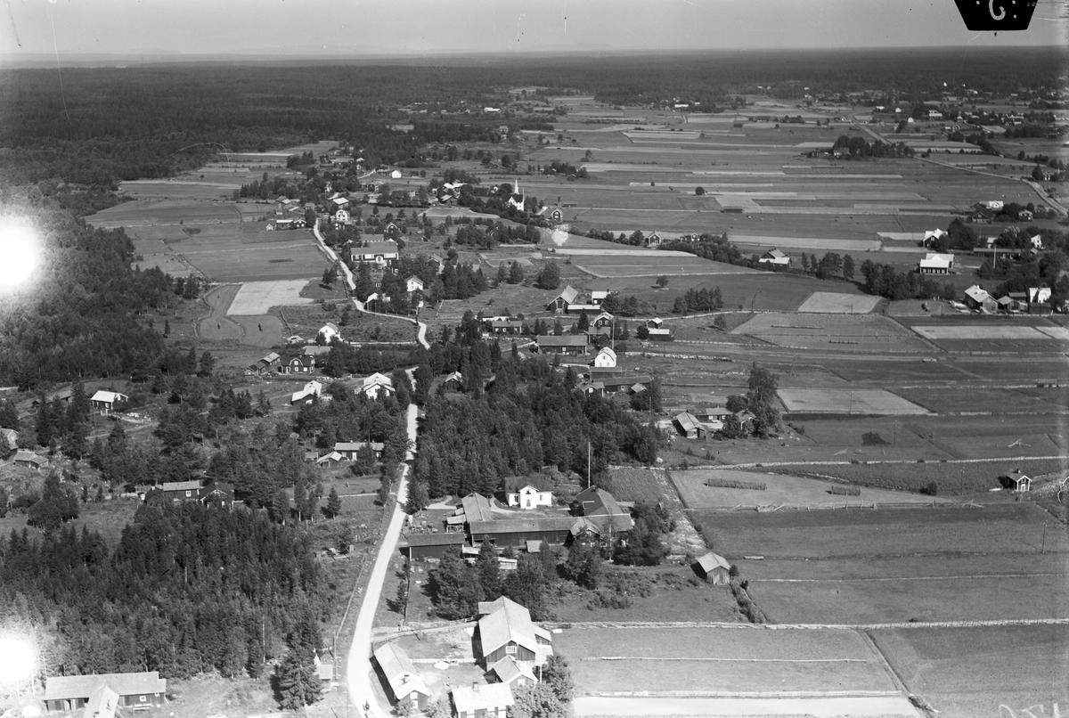 Svensexa och mhippa, bygdegrden, Hamrnge. Foto 1940