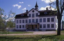 Voxna herrgård, som började byggas 1791, blev byggnadsminne