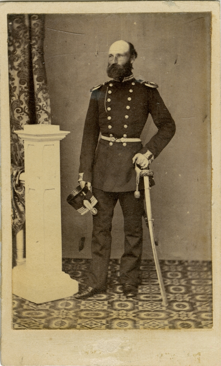 Porträtt av Henric Samuel von Wolcker, löjtnant vid Hälsinge regemente I 14. Se även AMA.0009245.