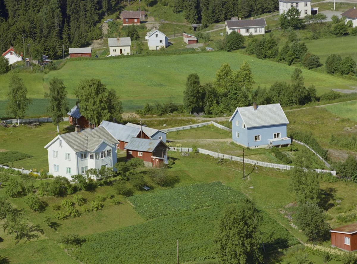 Lillehammer, Vingnes Husene ligger langs Hågåvegen, mens Øyre skole (Steinerskolen) skimtes øverst i høyre hjørne.